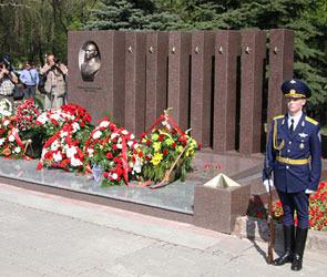 В Воронеже открыли памятник генералу Лизюкову