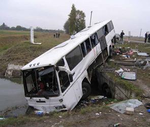 Еще одна авария с участием рейсового автобуса в Ростовской области