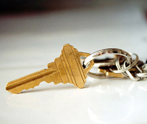 В Воронеже пострадавшим от пожаров вручили ключи от новых квартир