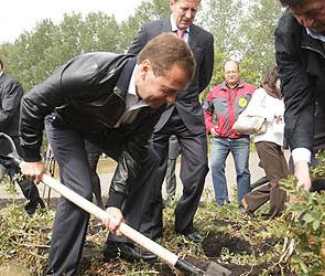 Дмитрий Медведев проверил воронежский урожай