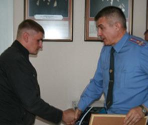 Воронежский таксист, помогший найти телефонного террориста, получил награду