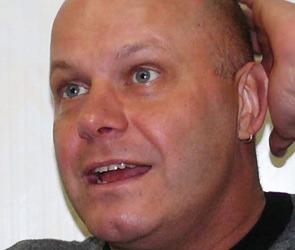 Алексей Кортнев заставил зрителей приседать