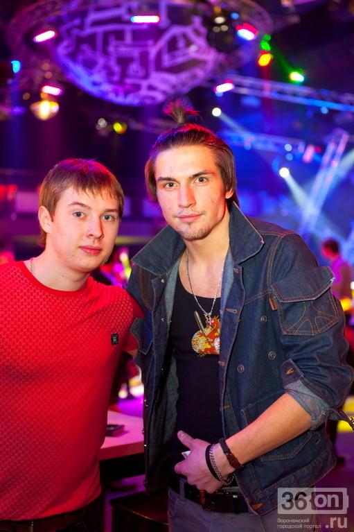Красавицы в ночном клубе