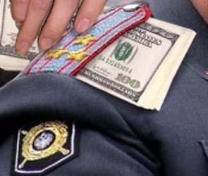 В Воронеже бывший полицейский обвиняется в мошенничестве