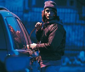 В Воронежской области угонщик, чтобы не замерзнуть,  похитил машину