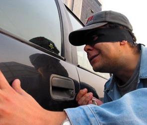 Угонщик похитил автомашину, чтобы разобрать ее  и отремонтировать свою