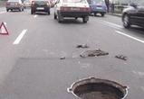 Ужасы воронежских дорог: семилетняя девочка упала в люк, скрытый лужей (ВИДЕО)