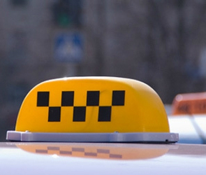 Президент Дмитрий Медведев подписал новый закон о такси