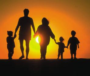 Многодетные семьи, получившие земельные участки, сохранят право и на соцжилье