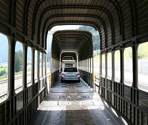 РЖД предложит пассажирам услугу по перевозке автомобилей в спецвагонах