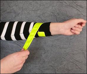 ГИБДД может обязать пешеходов носить браслеты