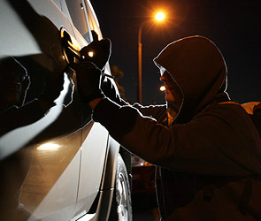 Воронежец угнал автомобиль и обокрал граждан