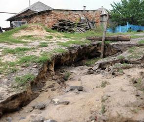 Сильнейший ливень разрушил дороги в Репьевке Воронежской области