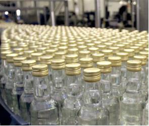 Продавщица из Воронежской области за торговлю фальшивой водкой предложила взятку