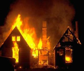 Незаконные постройки загорелись в Воронежской области