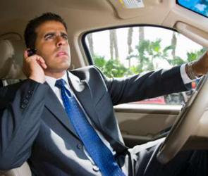 За телефонные разговоры во время вождения в Воронеже оштрафованы 40 водителей