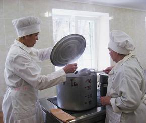 Детей в Нижнедевицком детском саду кормили «левыми» продуктами