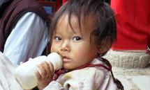 В Китае некачественной молочной смесью отравились уже 1200 младенцев