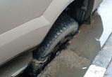 В Воронеже автомобиль упал в яму, оставленную после ремонта теплосети