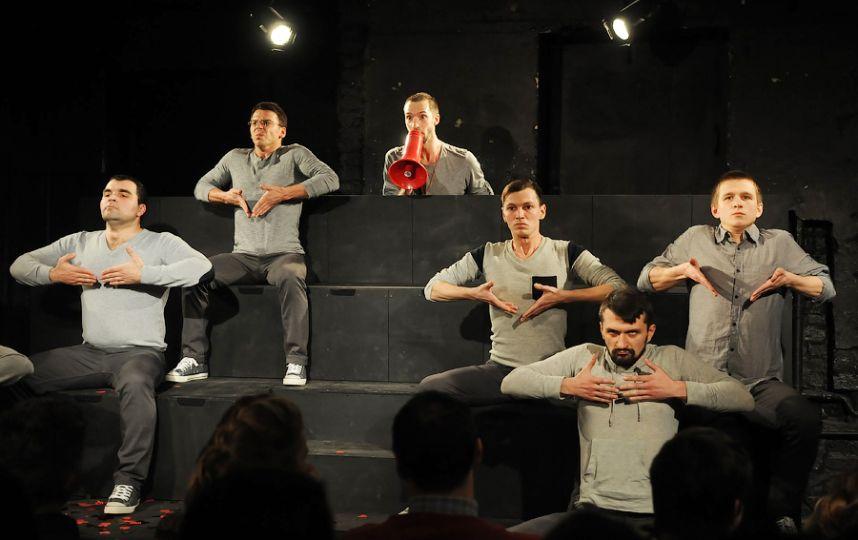 Спектакль о беременности в исполнении мужчин на арт-проекте «Molodost'»