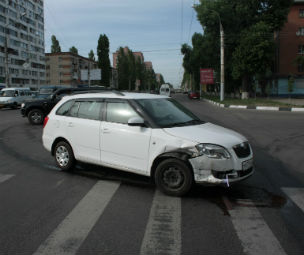 На Ленинском проспекте неизвестный водитель устроил ДТП и скрылся