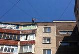 На Ленинском проспекте мужчина грозится спрыгнуть с крыши