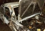 Два автомобиля сгорели ночью в Воронеже