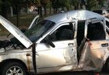 В Воронеже ВАЗ врезался в столб: пострадали три молодых человека