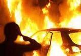 Под Воронежем сгорела иномарка и часть гаража