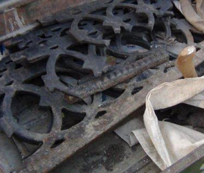 Под Воронежем поймали банду, кравшую с кладбищ ограды