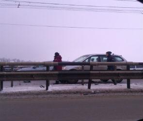 На Чернавском мосту столкнулись несколько машин и автобус - есть пострадавшие