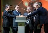 Русские, американцы и японцы запустили завод по производству оптоволокна (ФОТО)