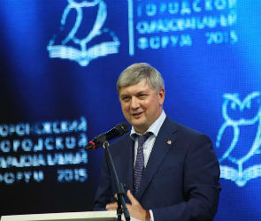Александр Гусев поздравил педагогов с Днем знаний (ФОТО)