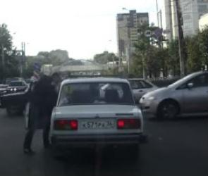 В Воронеже водитель избил автомобилистку за плохую езду (ВИДЕО)