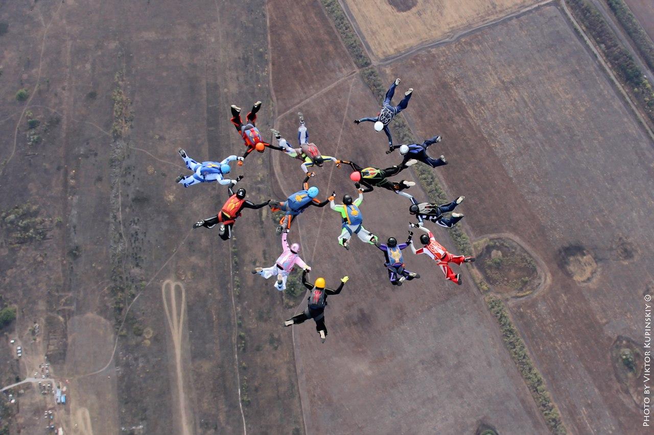 14 парашютисток установили новый рекорд Черноземья