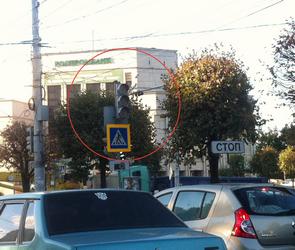 Московский проспект парализовало из-за неработающего светофора (ФОТО)