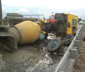 Бетономешалку разорвало пополам в ДТП на левом берегу Воронежа (ФОТО)