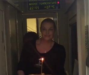 Анастасия Волочкова  ехала  в Воронеж с церковной свечой в руках (ФОТО)