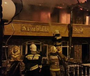 Спасатели ликвидировали масштабный пожар в гостиницах на М-4 «Дон» (ФОТО-ВИДЕО)