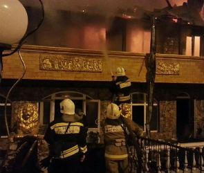 Шесть пожарных расчетов тушили гостиницу на левом берегу Воронежа (ВИДЕО)