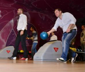 Участники мужского клуба «Сильный & Стильный» сыграли в боулинг