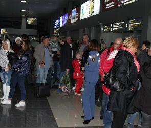 В аэропорту Воронежа приземлился самолет с туристами из Египта (ФОТО)