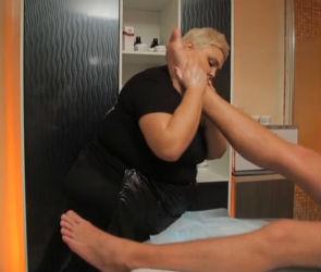 «Битва салонов» в Воронеже: в «Изящной эпохе» закидывали ноги на плечи (ВИДЕО)
