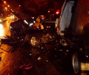 Два человека погибли, трое ранены в страшной аварии на улице Хользунова (ФОТО)