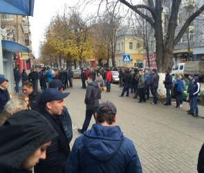 За билетами на матч «Факел»-«Газовик» выстроилась огромная очередь (ФОТО)