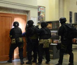 «Террористы» захватили 160 «заложников» в кинотеатре «Спартак» (ФОТО)