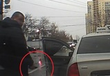 Разъяренный таксист с ножом напал на воронежца (ВИДЕО)