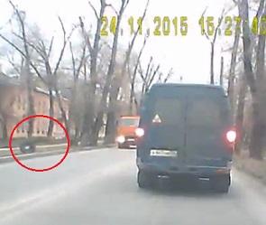 На Ленинградской у КамАЗа отвалились колеса (ВИДЕО)