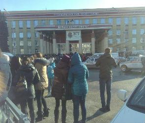 В Воронеже из-за угрозы теракта эвакуировали главный корпус ВГУ