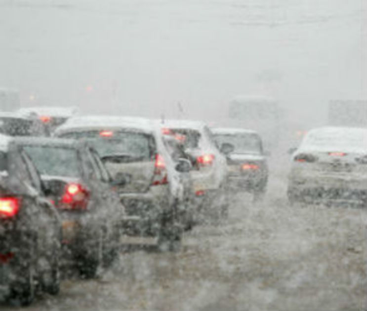 Спасатели предупреждают автомобилистов о тумане и гололеде